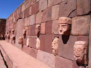 In Perù, sulle mura dell'antica città di Tiahuanaco (la più antica civiltà precolombiana), sono scolpiti vari volti umani che raffigurano molti volti di diverse etnie